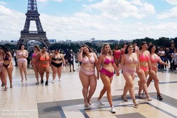 Catwalk, femme pulpeuse, Défilé Body Positive à Paris